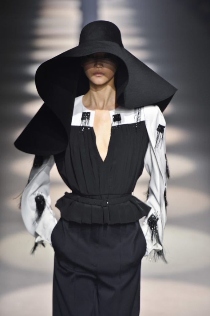 Givenchy : Runway – Paris Fashion Week Womenswear Fall/Winter 2020/2021